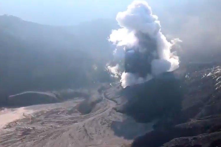 erupcion volcan Tangkuban Parahu julio 2019