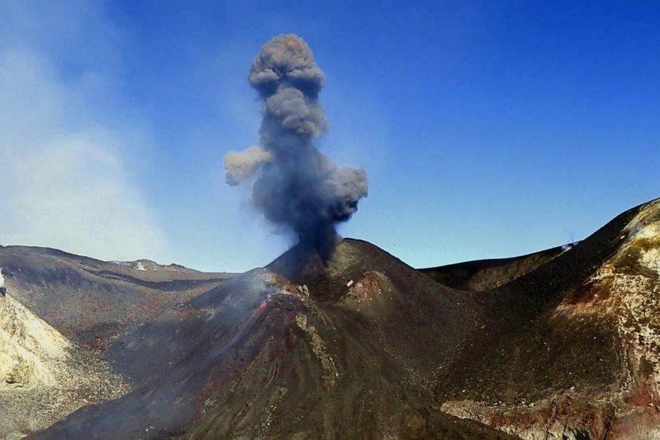 erupcion volcan Etna febrero 2020