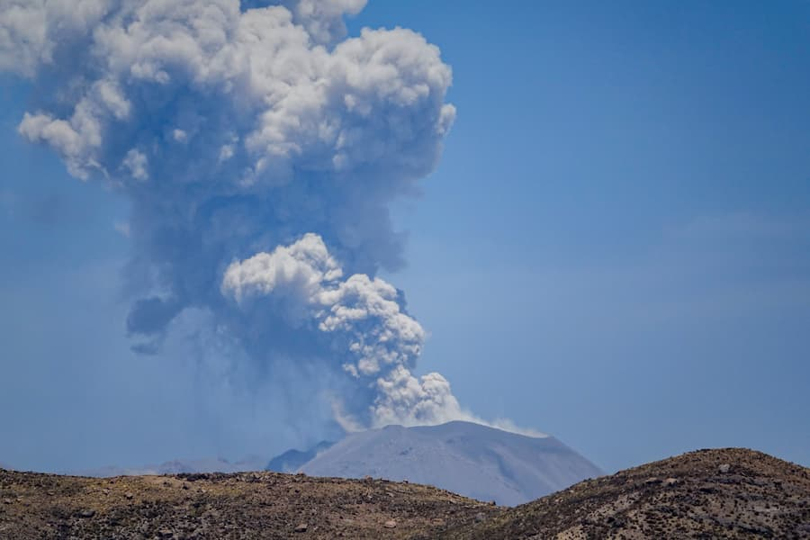 volcan sabancaya peru